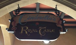 Guide to Disney World Advanced Dining Reservations
